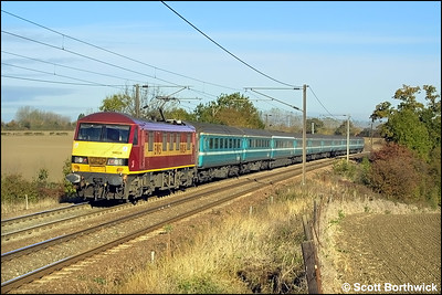 90034 propels 1P08 0830 London Liverpool Street-Norwich at Dagworth on 25/10/2003.