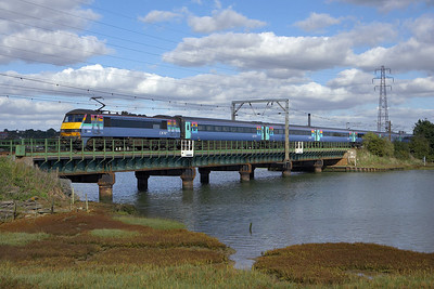 90005 crosses the River Stour at Manningtree on 07/10/2006 whilst working 1P39 1330 Norwich-London Liverpool Street.