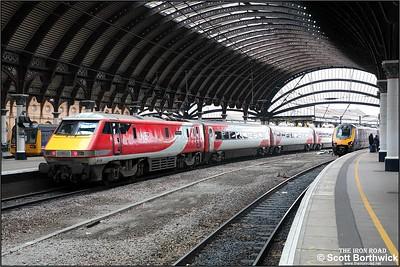 91109 propels 1E08 0900 Edinburgh Waverley-London Kings Cross at York on 05/12/2019.