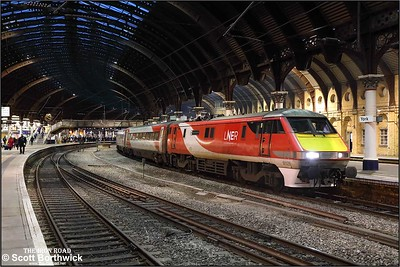 91126 departs York with 1S19 1330 London Kings Cross-Edinburgh on 05/12/2019.