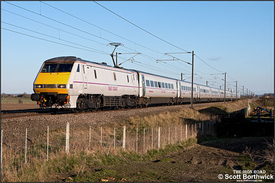 91103 passes Broad Fen Lane, Claypole whilst working 1S26 1700 London King's Cross-Edinburgh Waverley on 03/04/2013.
