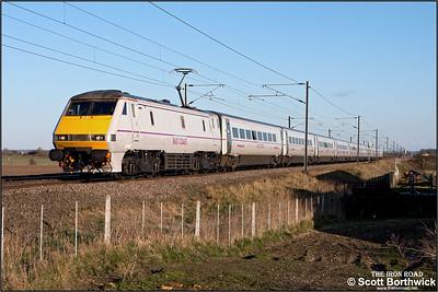 91103 passes Broad Fen Lane, Claypole whilst working 1S26 1700 London King's Cross-Edinburgh Waverley on 03/04/2013.