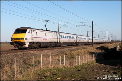 91130 passes Broad Fen Lane, Claypole whilst propelling 1B89 1754 Newark North Gate-London King's Cross on 03/04/2013.