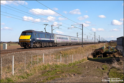 91119 passes Broad Fen Lane, Claypole whilst propelling 1Y38 1425 Newcastle- London King's Cross on 03/04/2013.