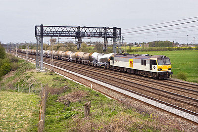 92003 passes Ashton whilst working 6O60 0015 Mossend NY-Dollands Moor on 25/04/2008.