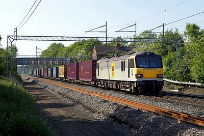 92019 provides the power for 4O69 1401 Trafford Park-Dollands Moor (for Muizen) passing Cathiron on 02/06/2006.