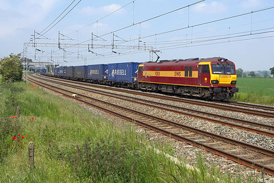 92031 passes Grendon on 05/06/2006 with 4M41 0535 Mossend Yard-Daventry IRFT.