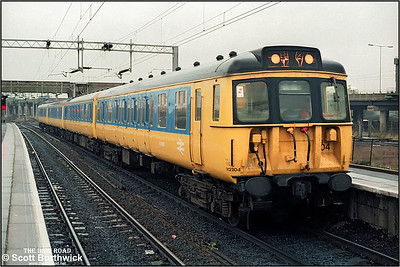 312204 calls at Bescot whilst forming the 1505 Walsall-Birmingham New Street on 17/12/1986.