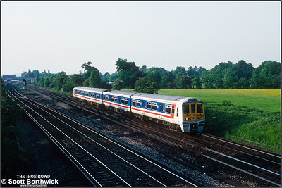 319161 forms the 1648 Bedford-Brighton service approaching Gatwick Airport on 26/05/1992.