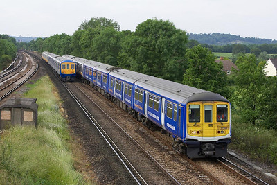 Four class 319's in four different liveries passing at Salfords on 20/06/2005. 319431+319444 in Continental Airlines & Thameslink liveries respectively form 2T51 1525 Bedford-Brighton whilst 319002+319435 in South Central & new Thameslink liveries form 2W52 1629 Brighton-Bedford.