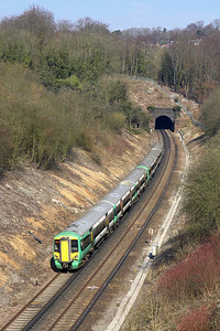 377304 trails 377373 as they approach Quarry Tunnel on 23/03/2006 whilst forming 1A55 1049 Brighton-London Victoria.