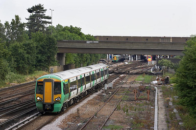 377403 works a northbound ECS from Three Bridges at Gatwick Airport on 20/06/2005.