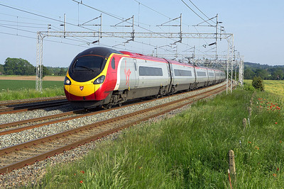 390053 forms 1K27 1649 London Euston-Crewe passing Grendon on 08/06/2006.
