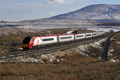 390038 is dragged across Blea Moor by 57314 and is about to cross Ribblehead viaduct on 04/03/2006 whilst forming 1M16 1140 Glasgow Central-London Euston.