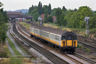 Class 423/9 (4-VOP) 3912 approaches Gatwick Airport on 20/06/2005 whilst working 2C50 1740 London Victoria-Horsham.