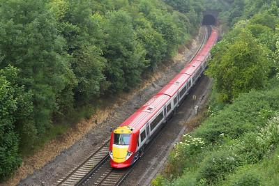 460001 glides out of Quarry Tunnel on 20/06/2005 whilst working 1D48 1145 London Victoria-Gatwick Airport.