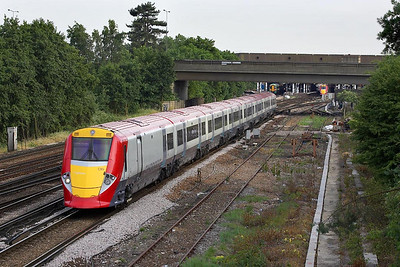 460006 glides out of Gatwick Airport on its half hour journey to the Capital working 1U76 1850 Gatwick Airport-London Victoria on 20/06/2005.