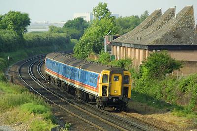 Class 423/1 4-VEP, 3480 approaches Eastleigh with 2B26 0753 Brockenhurst-Eastleigh on 28/05/2004.