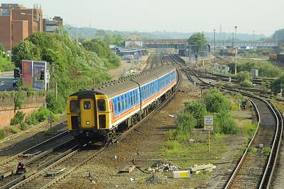 Class 421/5 4-CIG, 1322 heads a southbound service through Eastleigh on 28/05/2004.