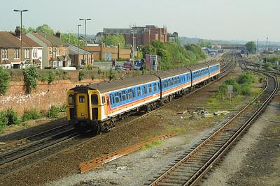 Class 423/1 4-VEP, 3480 heads south from Eastleigh on the ECS from 2B26 0753 Brockenhurst-Eastleigh on 28/05/2004.