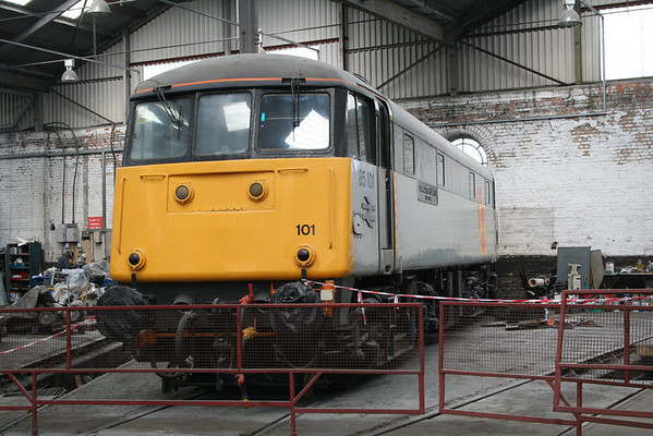 85101 around the turntable at Barrow Hill. 03.08.08