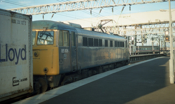 85106 at Manchester Piccadilly.
