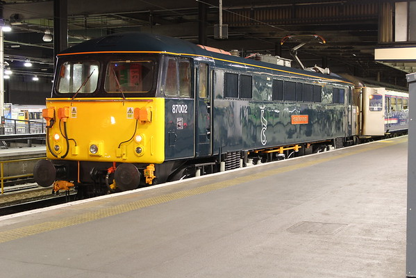 87002 at London Euston after bringing the stock for 1S25 2115 to Inverness. 31.03.15