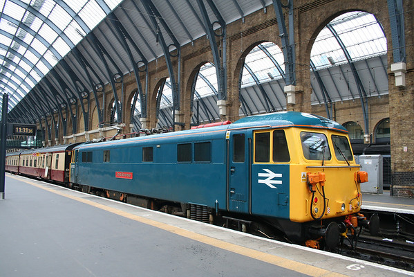 87002 sits at Kings Cross on arrival of 1Z86 0701 Newcastle - Kings Cross private charter for GBRf employees. 14.07.12
