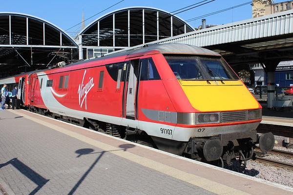91107 at Newcastle on 1E07 0830 Edinburgh Waverley - London Kings Cross. 19.05.18