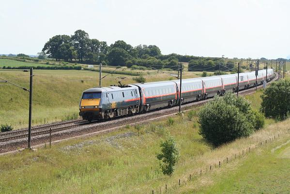91109 eases past Colton on 1S18 1330 London Kings Cross - Edinburgh Waverley. 11.07.05