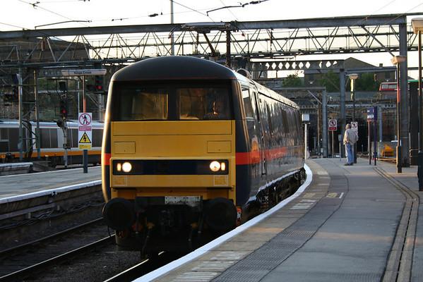 91111 backs onto the stock of 1N16 2000 London Kings Cross - Newcastle. 08.08.05