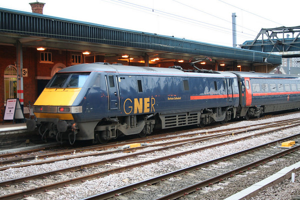 91102 departs Doncaster on 1A17 0750 Newcastle - London Kings Cross. 31.01.06