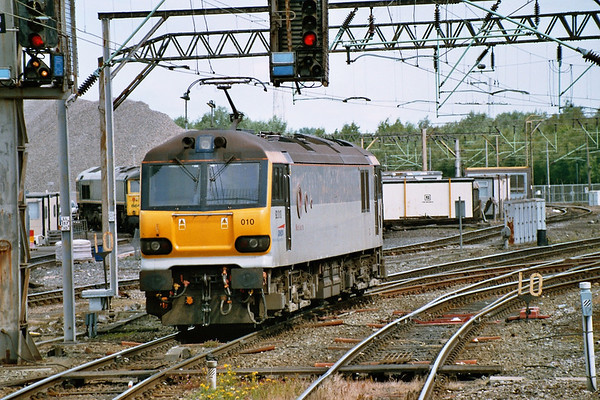 """92010 moves off the stock on Pathfinder Tours """"The Multi Coloured Swap Shop"""" 30.05.05"""