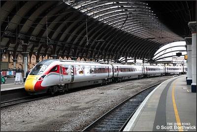 800112 calls at York whilst forming 1E07 0830 Edinburgh Waverley-London Kings Cross on 05/12/2019.