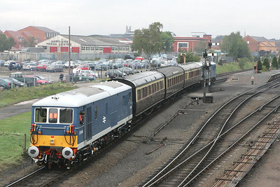 E6006 trails E6005 into Kidderminster station on 01/10/2004 with the ECS for the 1127 Kidderminster-Arley shuttle.