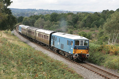 E6005 leads E6006 on the 1240 Arley-Kidderminster shuttle on 01/10/2004 prior to entering Foley Park Tunnel.