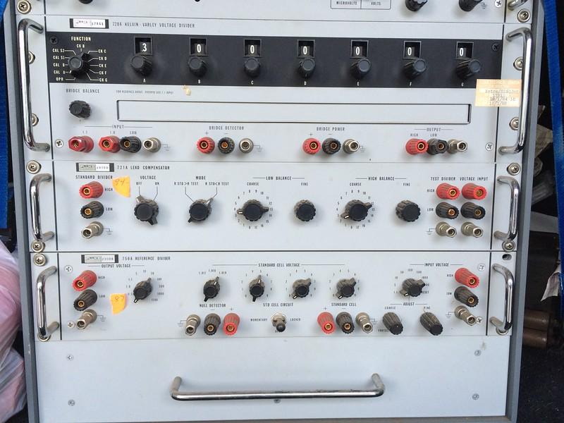 Fluke 7105A Voltage Calibration System