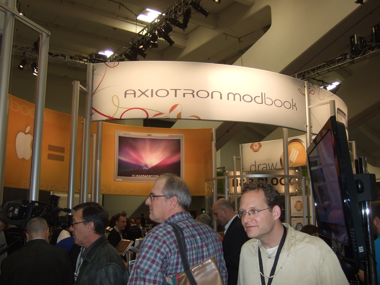 The Axiotron Modbook is a Macbook Tablet conversion.