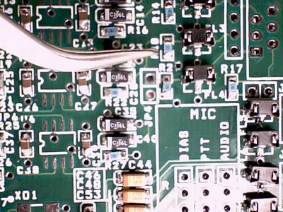 Side view of tweezers under mag.