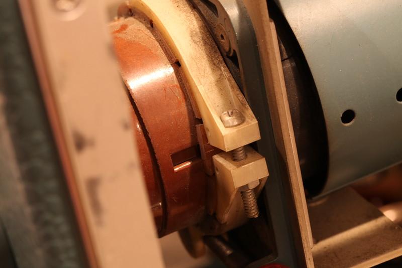 Tek 575 CRT rotation mechanism detail