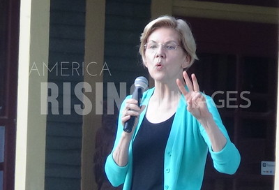 Elizabeth Warren attends meet and greet in Salem, IA