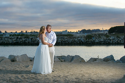 7817_d800b_Larry_and_Heidi_Twin_Lakes_Beach_Santa_Cruz_Wedding_Photography