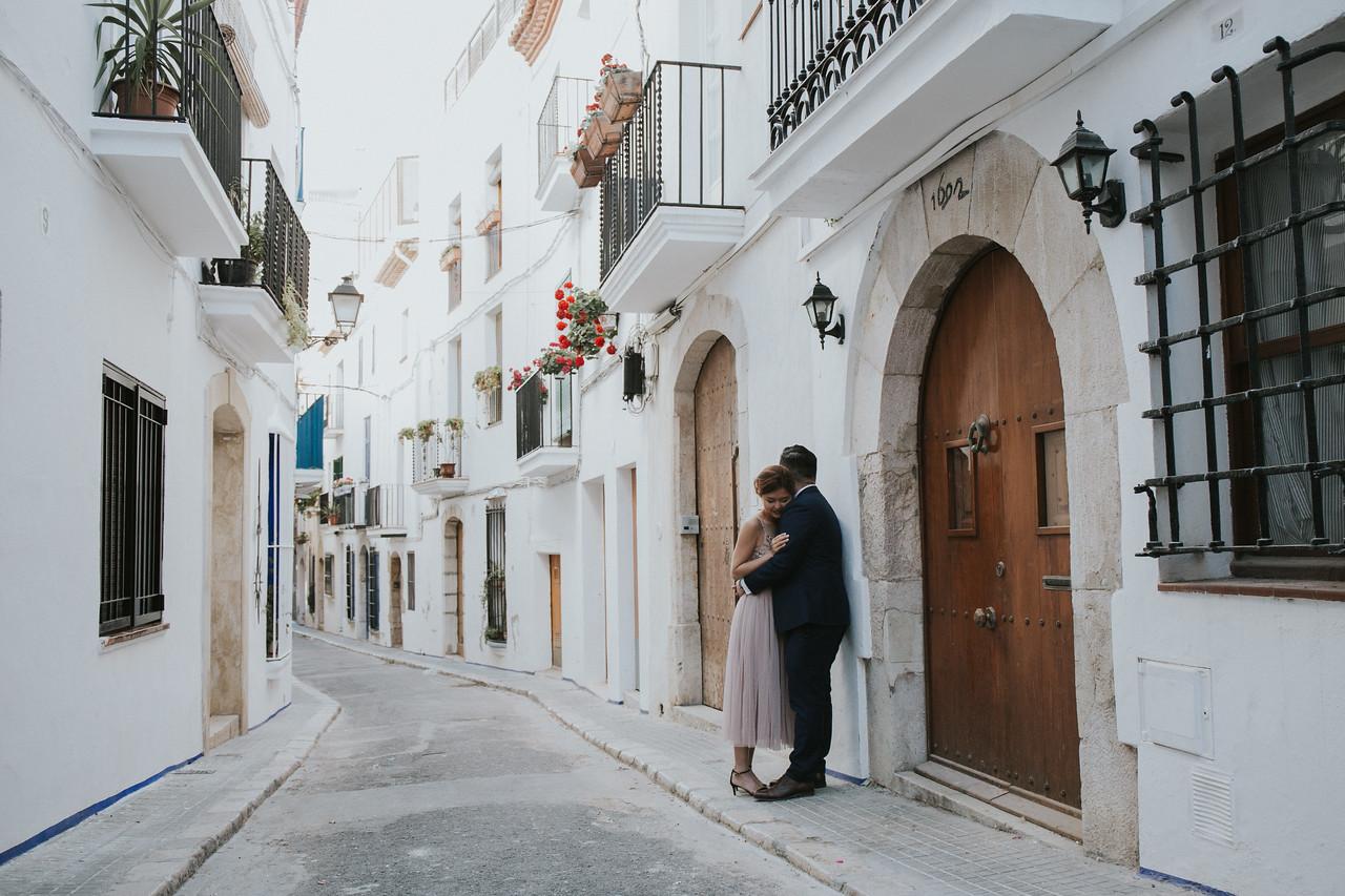 """<div style=""""text-align: center;padding: 0px 0px 0px 0px;font-size:13px; font-family:arapey; letter-spacing:2px; line-height: 23px;"""">Elopement in Barcelona and Sitges<br> Spain </div>"""