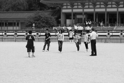 Schoolchildren at Heian Shrine.