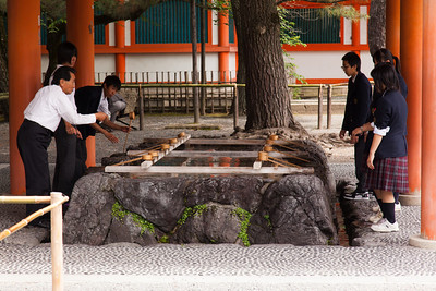 Schoolchildren learning about Tsukubai, the ritual handwashing at buddhist temples.
