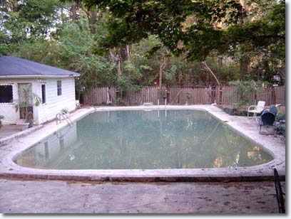 I found this pic showing the pool out the back..it has since been covered over with some kind of tiled surface