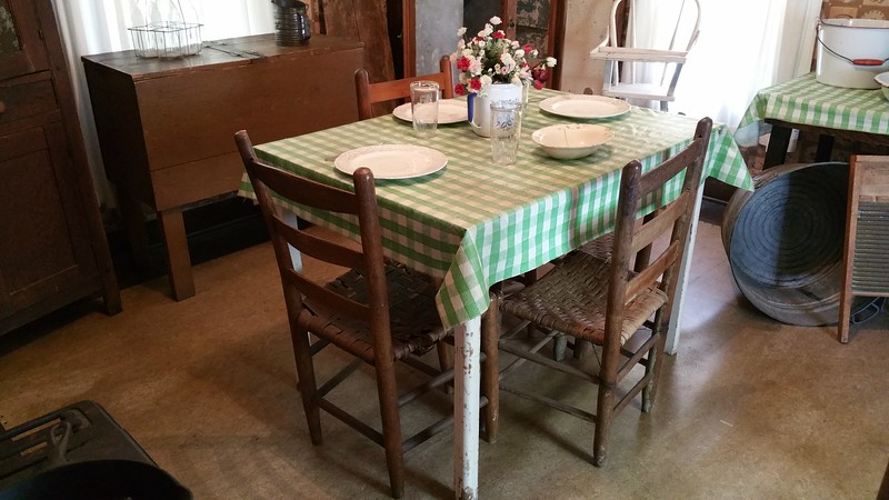 Loved this  classic dining  table setting