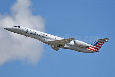 American Eagle (2nd)-Envoy Embraer ERJ 140LR (EMB-135KL) N806AE (msn 145503) CLT (Jay Selman). Image: 404073.