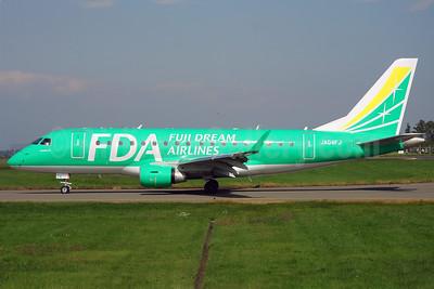 FDA-Fuji Dream Airlines Embraer ERJ 170-100SU JA04FJ (msn 17000129) MMJ (Nobuhiro Horimoto). Image: 906824.