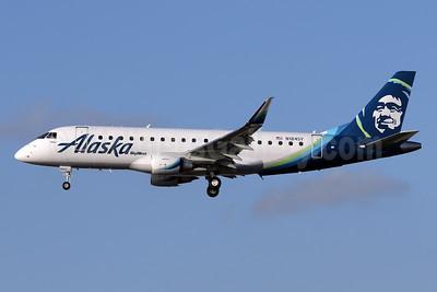 Alaska SkyWest (SkyWest Airlines) Embraer ERJ 170-200LR (ERJ 175) N184SY (msn 17000590) SNA (James Helbock). Image: 935058.
